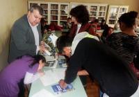 """Инициативата събра в лекционата зала на местното основно училище """"Христо Ботев"""" над 40 потенциални бенефициенти."""