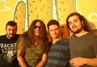"""Рокаджията с пловдивски корен (вторият отляво) жъне успехи с италианската си банда. <p>Снимка агенция """"Темпо Нюз""""</p>"""