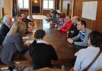 """Организатори и спонсори на събитието се събраха на първа работна среща на 3 април в Асеновград. Снимка <a href=""""http://www.assenovgrad.com"""">Община Асеновград</a>"""