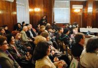 Десетки асеновградчани дойдоха в Градската библиотека, за да чуят стиховете на Панайотов.