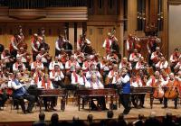 Формацията е най-големият цигански оркестър в света.