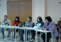 Студентите от Колежа по мениджмънт, търговия и маркетинг с готовност се включват в дискусии по актуални обществени проблеми. Снимка архив