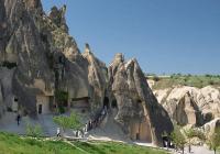 Скалните църкви и манастири в Гьореме привличат хиляди туристи. Снимка © Маргарита ЖИЛОВА