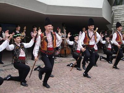 """Изпълнения на ансамбъл """"Тракия"""" дадоха старт на проявата.  Снимка © Aspekti.info"""