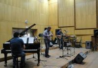 Теодосий Спасов и колегите му заредиха студиото с чистата енергия на стойностната музика. Снимка Aspekti.info