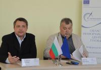Велизар Димитров и Митя Иванов отчетоха резултати от първия цикъл информационни събития. Снимка © Aspekti.info