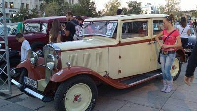 Пловдивчани ще видят за пореден път ретро автомобилите на централния площад и по улиците на града.  Снимка © Aspekti.info (архив)