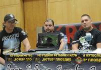 Иван Несторов разясни чрез видеоконферентна връзка подробности за концерта. Снимка © Aspekti.info
