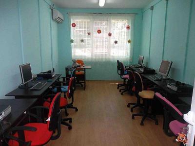 Залата е оборудвана с 5 компютърни конфигурации.  Снимка Община Брезово