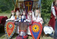 Болярски дрехи от периода XII-XV в. се продаваха на панаира. Снимка Община Асеновград