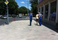 За да се запазят новите настилки, се монтират антипаркинг колчета. Снимка Община Пловдив