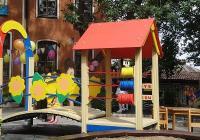 Дървената част на конструкциите на новите съоръжения за игра е от сибирски дъб.  Снимка © Aspekti.info