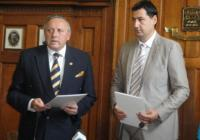 Академик Воденичаров и кметът Тотев подписаха соразумението за партньорство между общината и БАН. Снимка © Aspekti.info