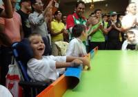 """Играта на крикет на маса допринася много за  физическото и умственото развитие на децата с проблеми. Снимка <a href=""""http://timeheroes.org"""">timeheroes.org</a>"""