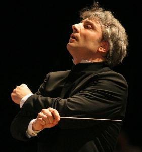 Маестро Ди Мартино ще дирижира и гала концерта на 5 юли на Античния театър.  Снимка licianodimartino.com