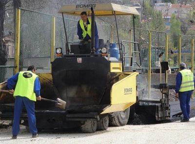 Качественото асфалтиране изисква хубаво време.  Снимка © Aspekti.info (архив)