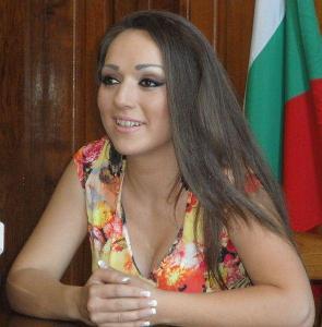 В момента Антония е солистка на Представителния ансамбъл на въоръжените сили към националната гвардейска част в София  Снимка © Aspekti.info