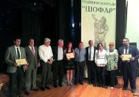 Наградените се снимаха с израелския посланик. Снимка Катя СТАЙКОВА