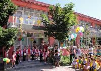 Сградата е с реновирана фасада, направена е топлоизолация и е монтирана нова дограма. Снимка Aspekti.info