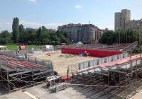 Пясъчният стадион пред НДК се строи усилено.