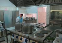 Храната за малчуганите вече се приготвя в изцяло обновена кухня. Снимка Район Западен