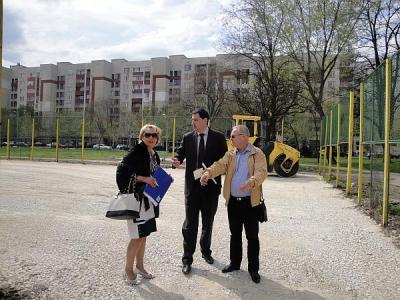 Районният кмет Райна Петрова разясни подробно предстоящите строително-ремонтни дейности през юли.  Снимка © Aspekti.info (архив)