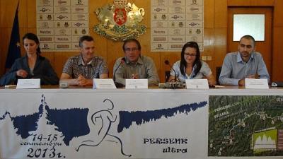 Специален гост на първата пресконференция бе кметът на Асеновград Емил Караиванов (в средата), тъй като Общината е тясно свързана с организацията на спортното събитие.   Снимка Община Асеновград