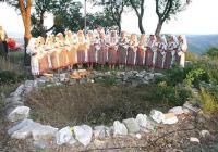 Със свещен ритуал пред кладенеца на светилището жените от певческа група от село Свирачи ще открият Вечерните мистерии.