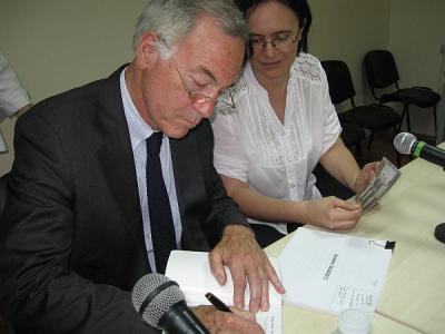 Проф. Ханке направи публична дискусия с учени от Българската академия на науките, университетски преподаватели и независими експерти в Института за икономически изследвания при БАН в столицата.