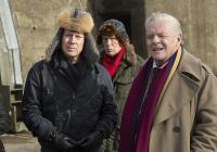 """Брус Уилис и Антъни Хопкинс са сред звездния състав на """"Бесни страшни пенсии 2""""."""