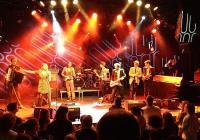 Групата, създадена през 2007 г., вече има няколко престижни холандски музикални награди.