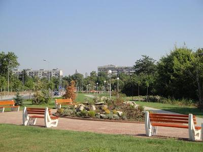 Пространството е облагородено и превърнато в приятно място с пейки и озеленяване.  Снимка © Aspekti.info