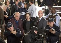 """""""БСП 2"""" продължава разказа за бившия агент от ЦРУ Франк Моузес, който прави всичко възможно, за да води по-спокоен живот, но така и не успява."""