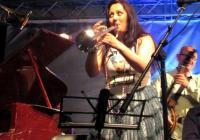 Освен че е блестяща певица, Милица вече свири и на тромпет.