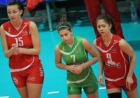 """Веселина Григорова (№ 15) е една от най-високите млади волейболистки у нас. Снимка """"Темпо нюз"""""""