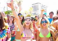 """Четири секси колежанки правят лудо парти в """"Купонджийки""""."""