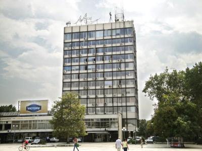 Важно изискване към проектантите е новата визия на сградата да се впише в заобикалящата я среда.  Снимка © Aspekti.info