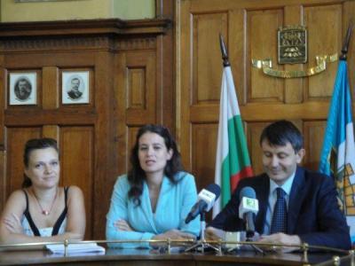 Зам.-кметът Георги Титюков разясни подробно програмата на благотворителната седмица.  Снимка © Aspekti.info