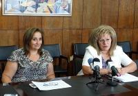 """Зам.-кметът Мария Вълканова (вдясно) разясни как ще бъдат преструктурирани учебните занятия. Снимка <a href=""""http://www.assenovgrad.com"""">Община Асеновград</a>"""