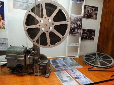 Фотоапарати, пишещи машини и кино ленти от миналия век видяха асеновградчани в Историческия музей.  Снимка Община Асеновград