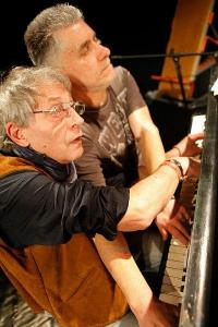 """""""Ла"""" е изцяло авторски - драматургията е на Рашко Младенов, музиката - на Константин Цеков от ФСБ."""
