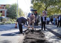 Шефът на ВиК Манол Генов и кметът Иван Тотев направиха първата копка. Снимка © Aspekti.info