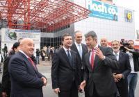 Министърът на икономиката и енергетиката Драгомир Стойнев (в средата) остана доволен от оптимистичните прогнози и от експозициите на участниците. Снимка Международен панаир - Пловдив