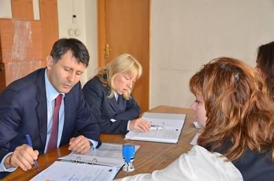 """Заместник-кметът по спорт, младежки дейности и социална политика Георги Титюков подписа договор по процедура """"Шанс за щастливо бъдеще"""" за финансиране на спечеления от общината проект."""