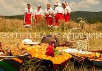 Наградите се връчват на хора, получили признание за делата си в областта на културата, занаятите, фолклора и кулинарията, както и на млади творци, които работят за съхраняването на културното наследство. Снимка АРИЗ-7