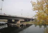 Мостът е най-дългият в Пловдив, но не е ремонтиран, откакто е построен през 1977 година. Снимка © Aspekti.info