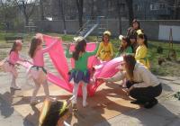 """Децата от ОДЗ """"Щастливо детство"""" ще сътворят есенни импресии с помощта на своите учители."""