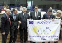 Кметът на Пловдив инж. Иван Тотев получи почетното знаме от президента на Федерацията на европейските столици и градове на спорта (ACES Europe) Жан Франческо Лопатели.