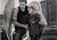Тази година снимката на актьора Мариан Вълев с малката Вилерже е заглавната на втория проект на сдружение КАУЗА. <p>фотограф: Велислава Каймаканова-Ножарова</p>