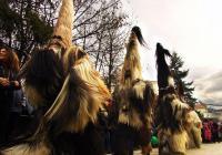 """Новогодишният карнавал на пиринското градче стана фаворит на публиката в онлайн гласуването за Четвъртите годишни награди """"Пазител на традициите"""". Снимка АРИЗ-7"""